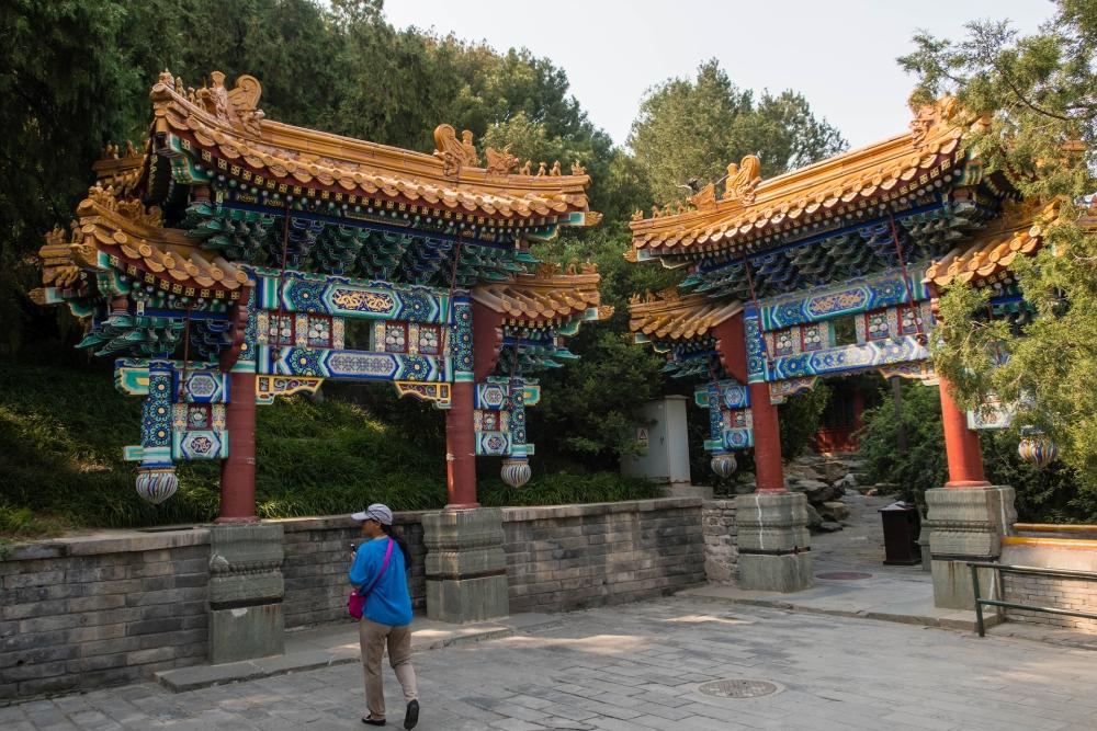 Schmucktore im Bei Hai Park in Beijing / China