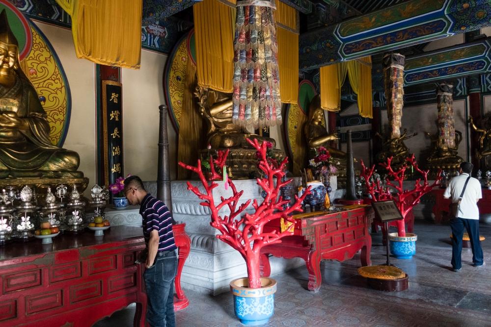 Tempel im Bei Hai Park in Beijing / China