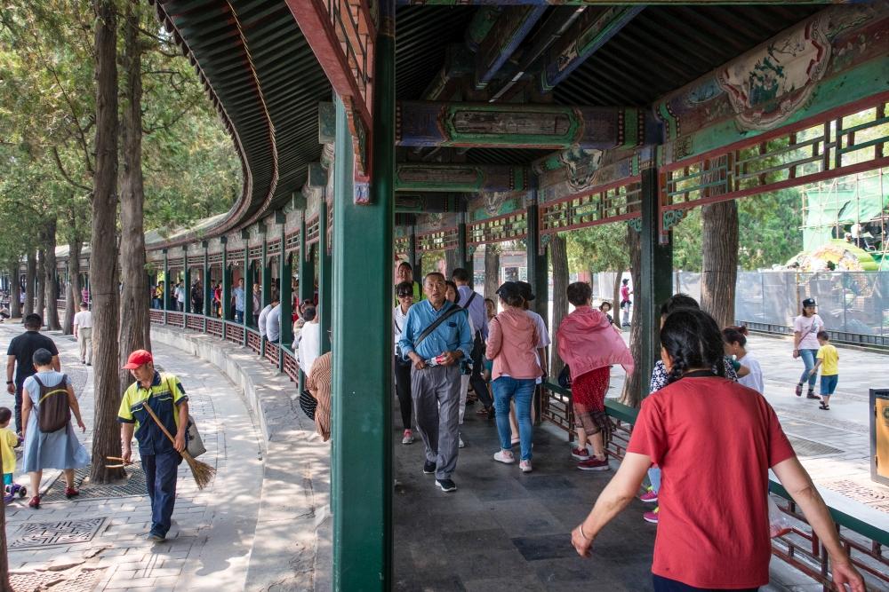 Langer Korridor am Sommerpalast in Beijing / China