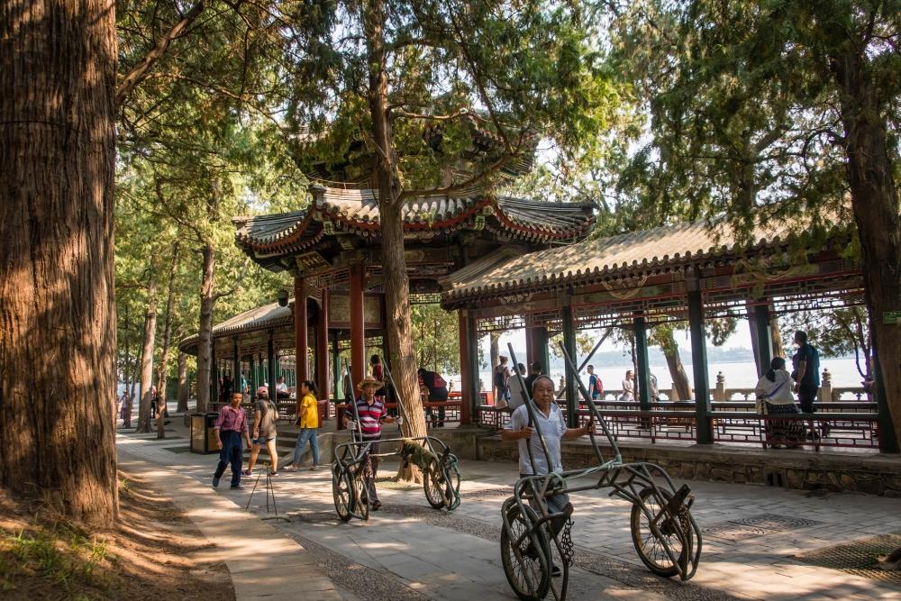 Ufer des Sommerpalast in Beijing / China