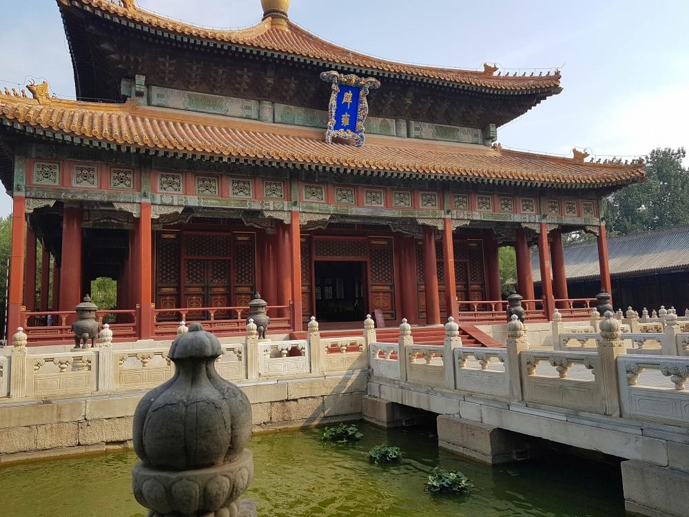 Biyong Halle in der Kaiserliche Akademie im Konfuziustempel in Beijing / China