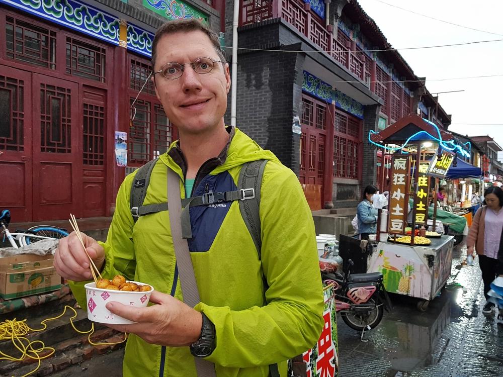 Imbissstand in der Xi Dajie in Luoyangs Altstadt / Henan / China
