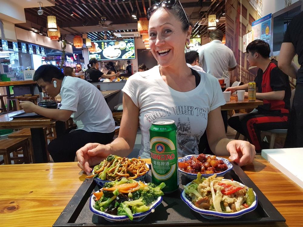 Essen auf der Nanjing East Road in Shanghai / China