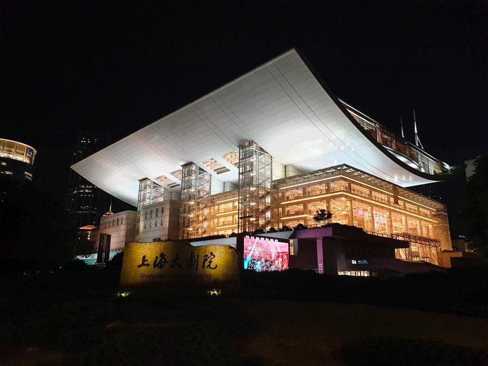 Shanghai Grand Theater bei Nacht / China