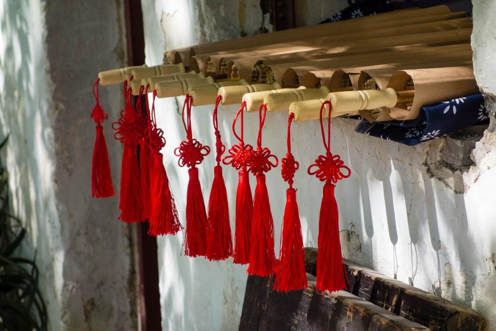 Ölpapierschirme in der Altstadt von Tongli / Jiangsu / China