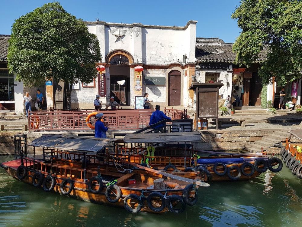 Gondelanleger in der Altstadt von Tongli / Jiangsu / China