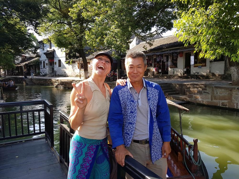 Gondoliere in der Altstadt von Tongli / Jiangsu / China