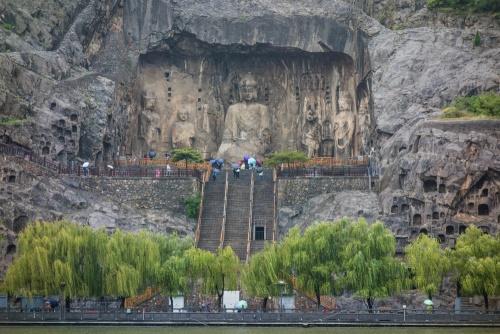Vairocan-Buddha in der Fengxian Si  / Longmen-Grotten bei Luoyang / Henan / China