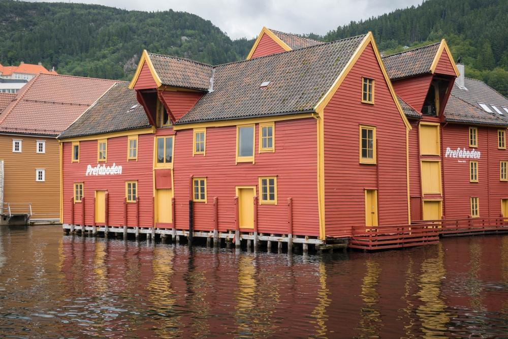 farbenfrohe Kaihäuser am Hafen von Bergen in Norwegen