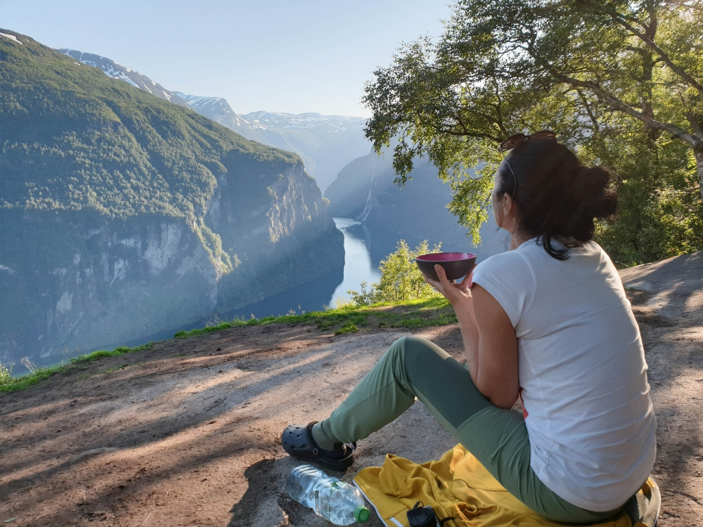 Picknick am Geirangerfjord in Norwegen