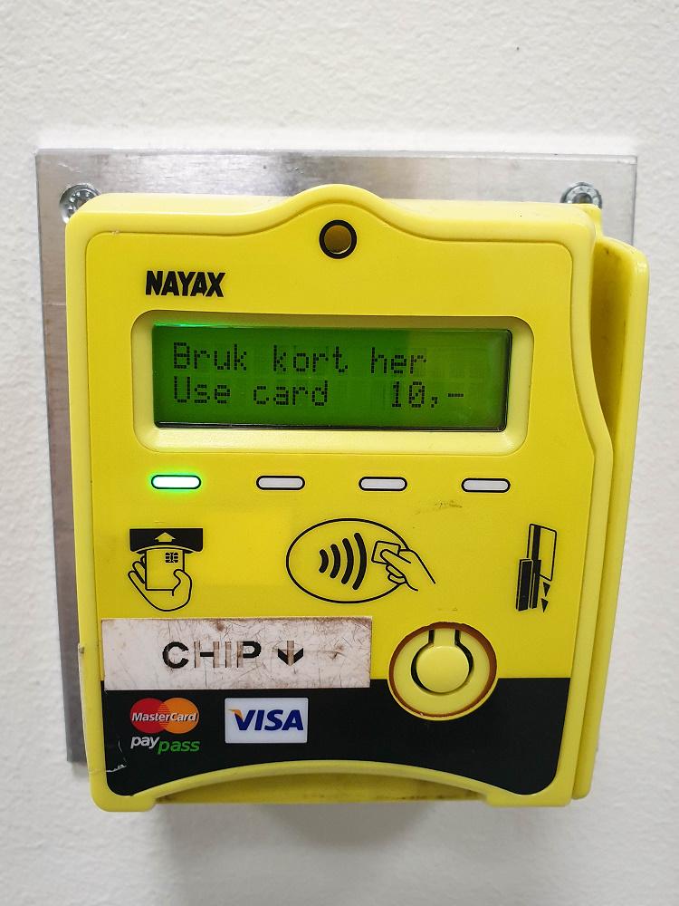 Kreditkartenkastl an jeder Klotür in Bergen in Norwegen