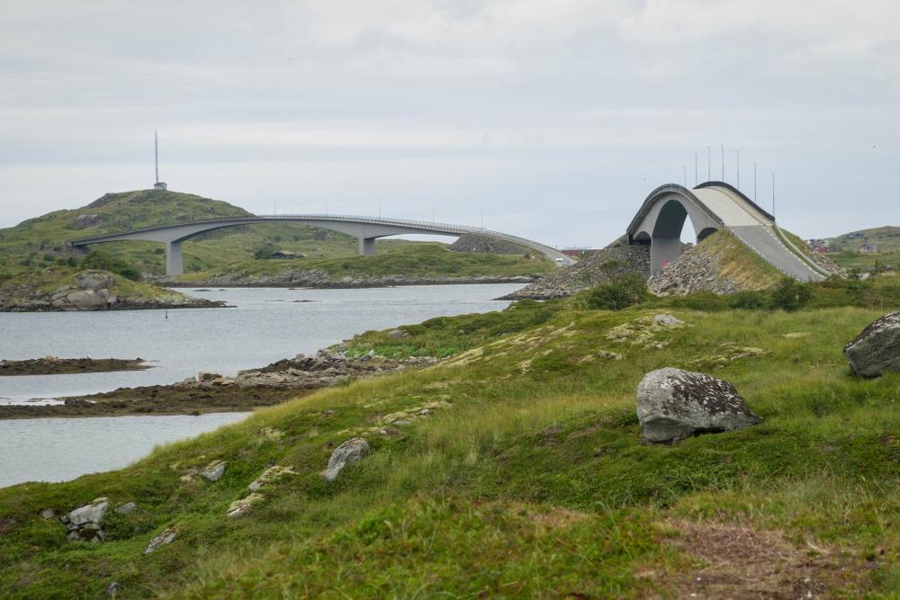 Brücken in Flakstadøy auf den Lofoten in Norwegen