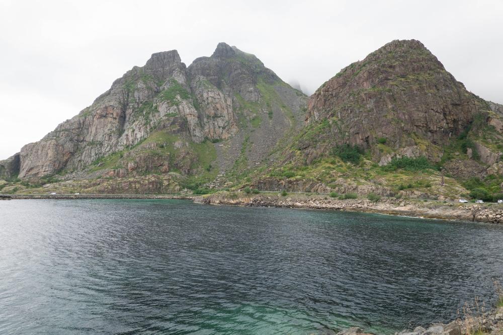 Festvågtinden bei Henningsvær auf den Lofoten in Norwegen