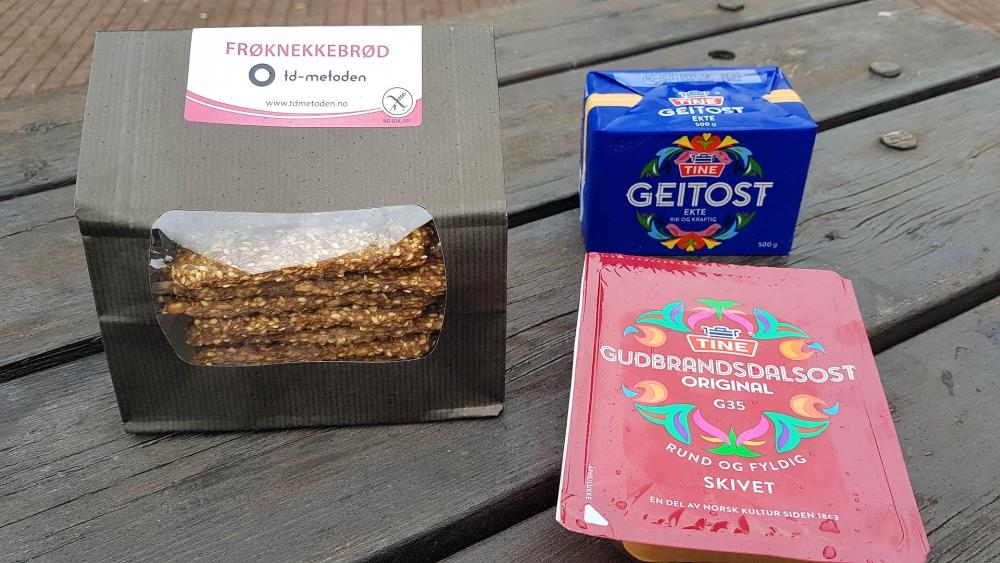 Geitost, Gudbrandalsost und Frøknekkebrød - Spezialitäten aus Norwegen