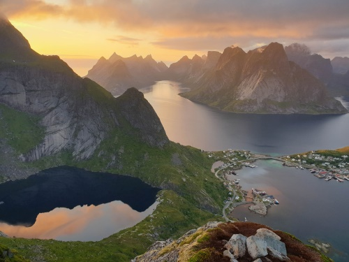 Abendstimmung am Reinebringen auf den Lofoten in Norwegen / Copyright by doros-reiseblog.de