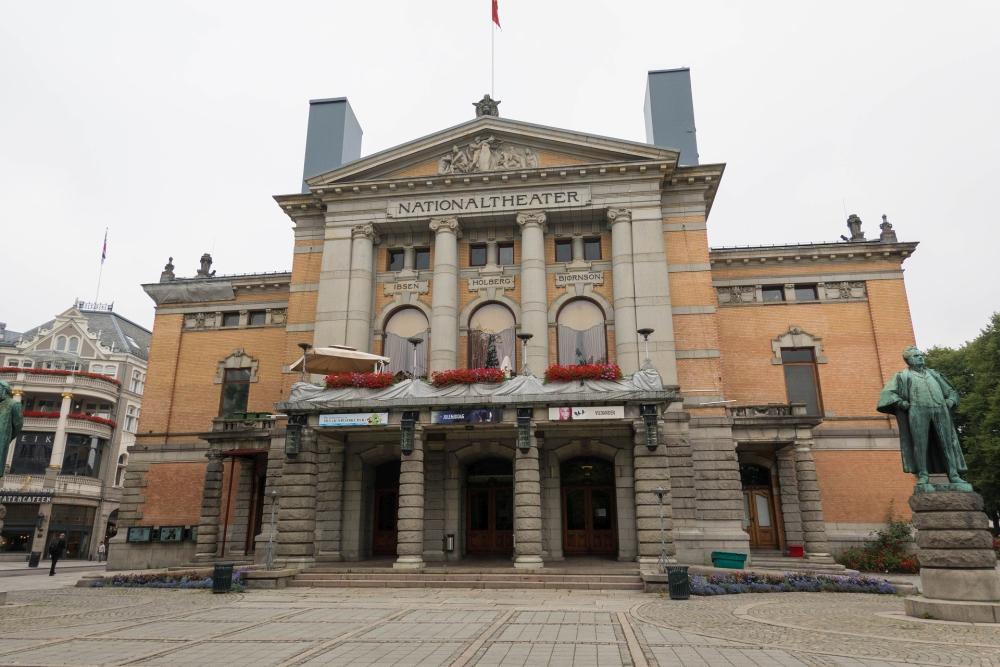 Nationaltheater an der Karl Johans Gate in Oslo in Norwegen