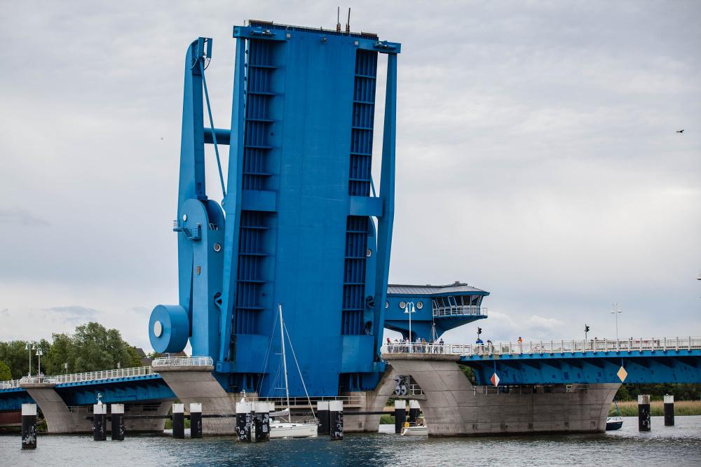 Blaues Wunder - die Wolgaster Peenebrücke