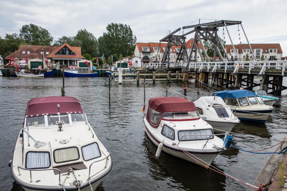 Hafen in Wieck mit Klappbrücke