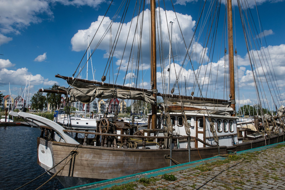 altes Segelschiff im Hafen von Greifswald