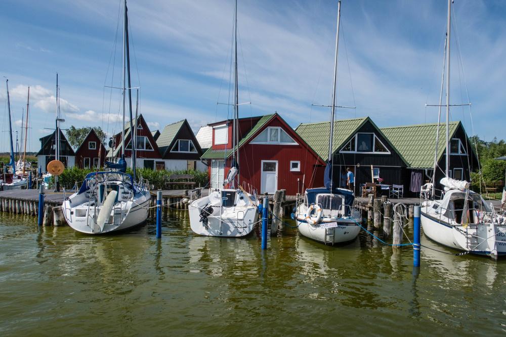 Bootshäuser im Hafen von Ahrenshoop / Fischland