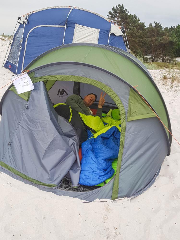 Blick ins Zelt am Strand von Prerow / Darß