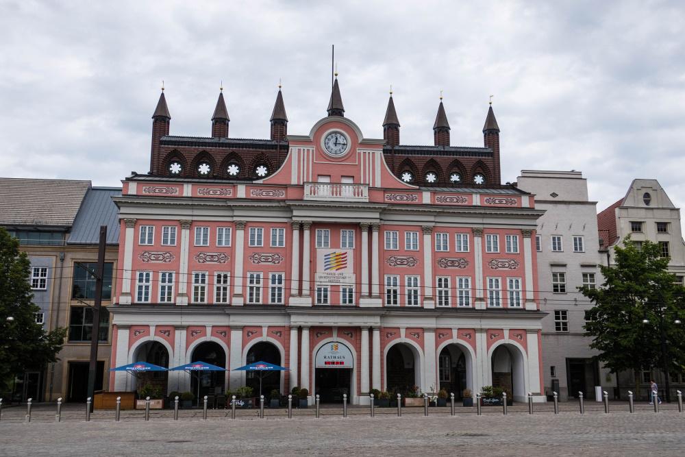 barocke Fassade des Rostocker Rathauses