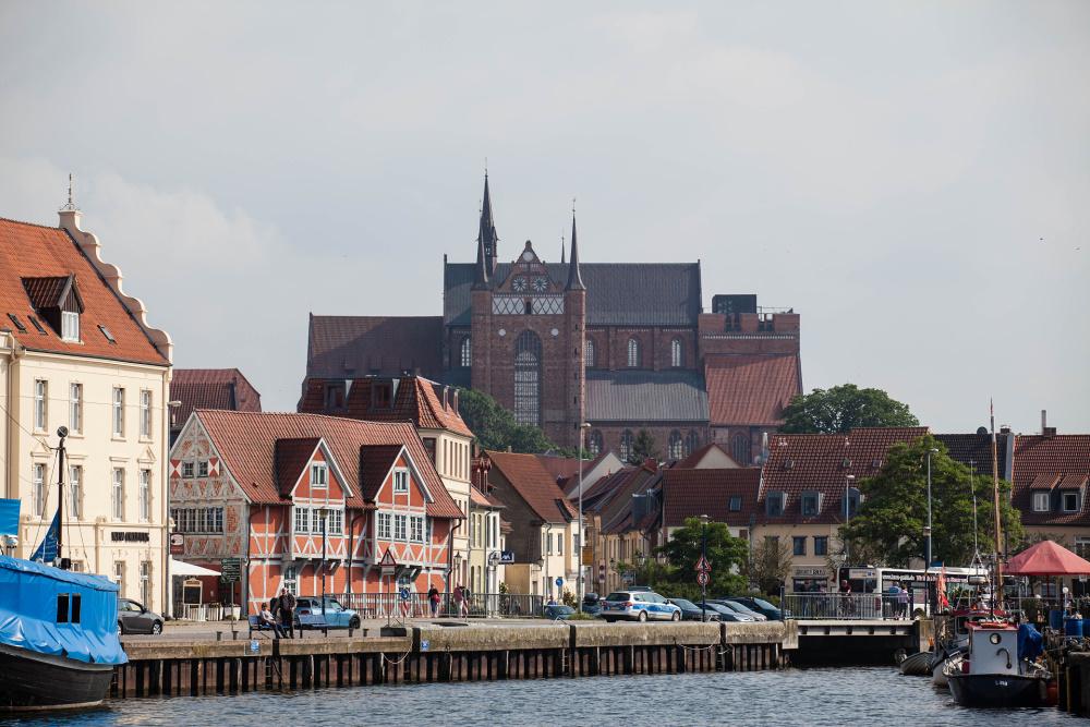 St.-Georgen-Kirche vom Wismarer Hafen