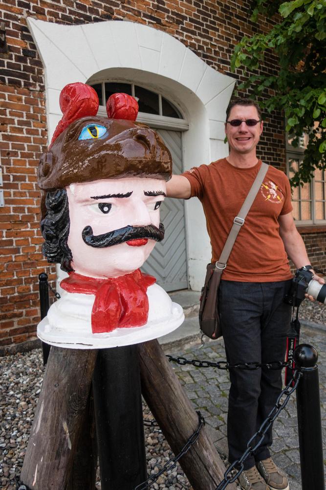 Schwedenköpfe am Baumhaus in Wismar