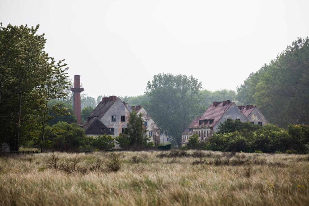 verfallene Kasernengebäude auf der Insel Wustrow