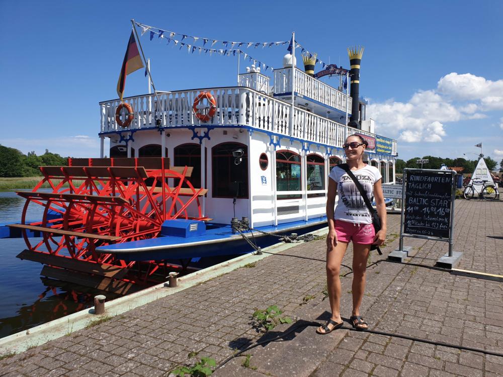 Schaufelraddampfer im Prerower Hafen / Darß